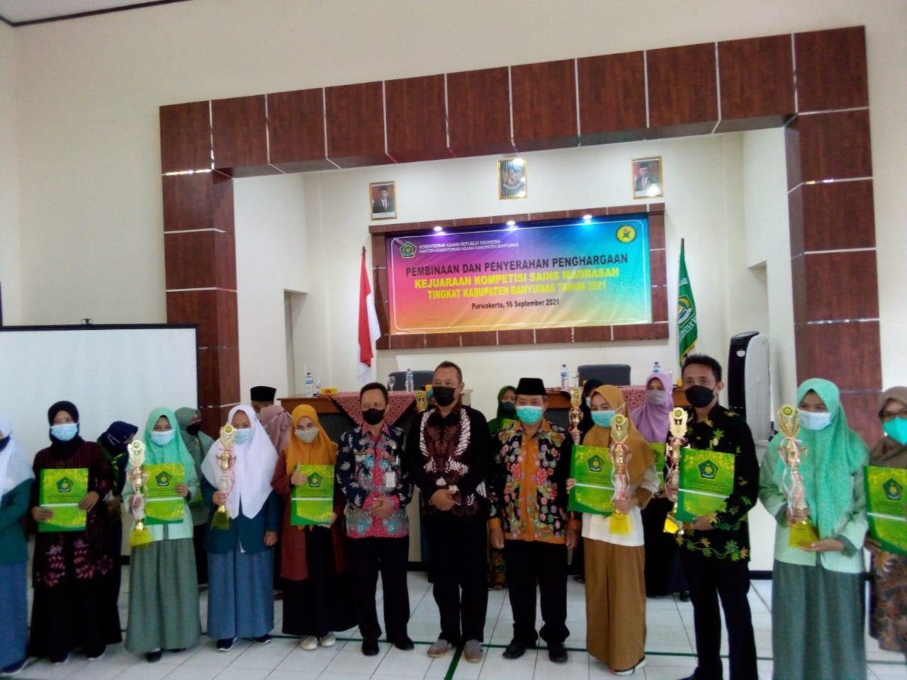 Penyerahan Hadiah Juara KSM Tingkat Kabupaten Banyumas oleh Kantor Kementerian Agama Kabupaten Banyumas